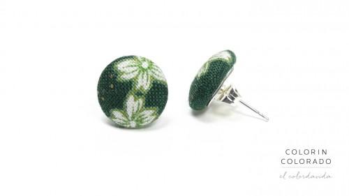 Earrings-with-White-Japanese-Flowers-on-Dark-Green-1