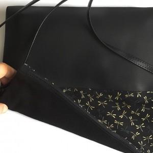 Handtasche mit grauen Libellen auf Schwarz