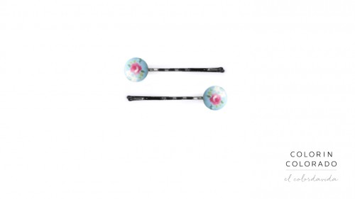 Set of 2 Pins with flowers on light Blue