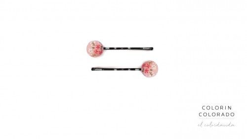 Set of 2 Pins with flowers and green leafs on pink