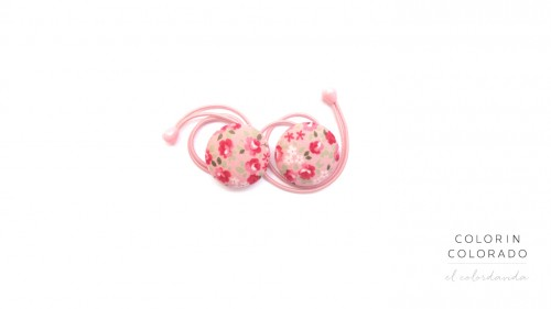 Hair ties with flowers and green leafs on pink