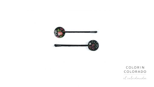 Set of 2 Pins with Flower on Black
