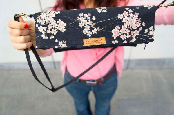 handtasche schwarz kork kirschblüten detail